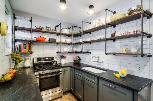 An unusual idea for the design of open shelves in the kitchen with white walls