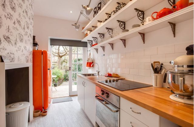 Metal holders with forging for white open kitchen shelves