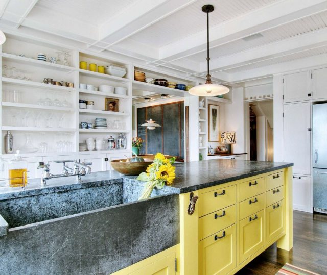 Open kitchen shelves – Effective use of space in the kitchen
