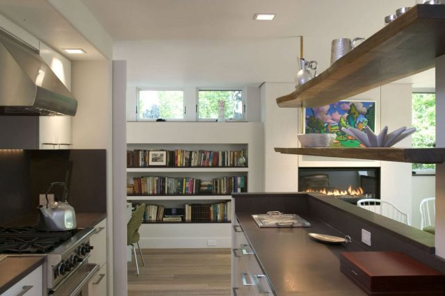 Open shelves from solid wood