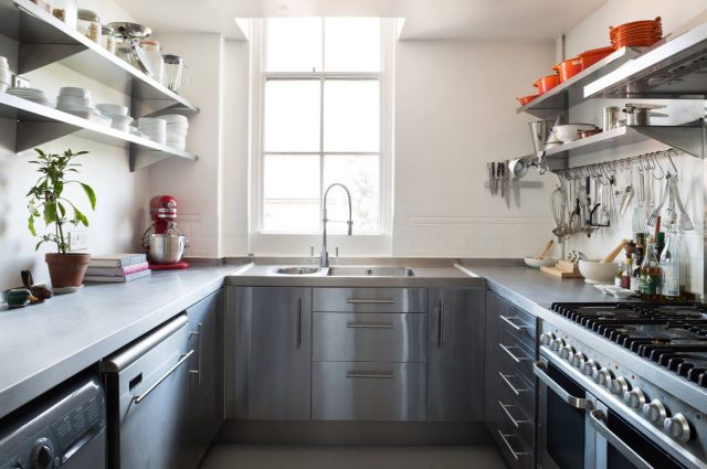 Shelves and countertops in stainless steel in the kitchen
