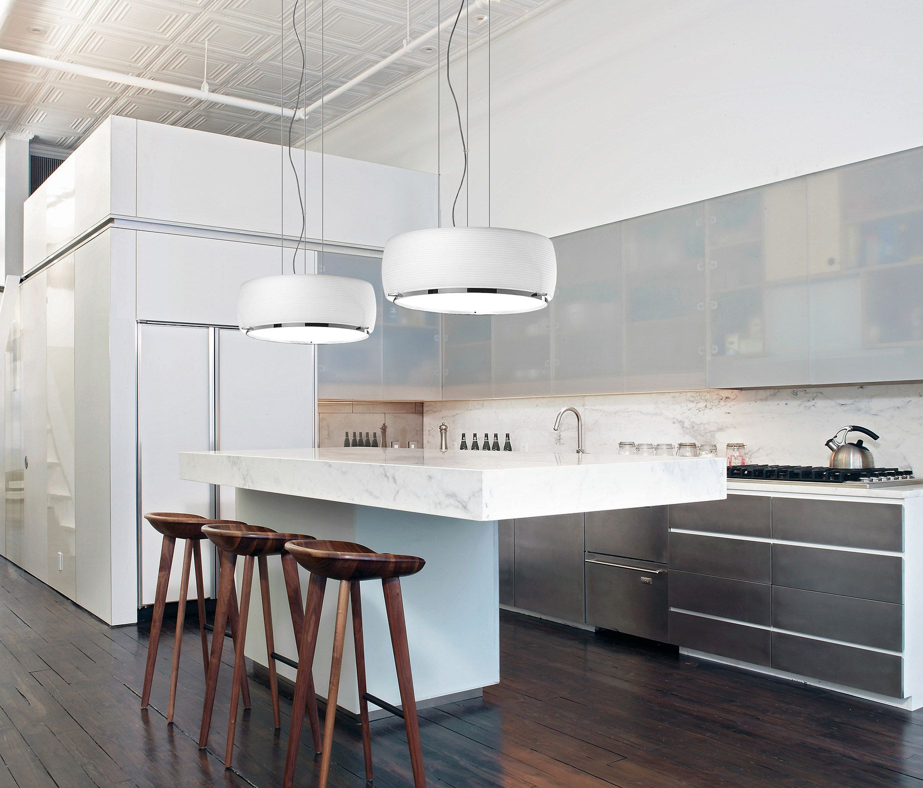 Choosing the perfect chandelier for your kitchen