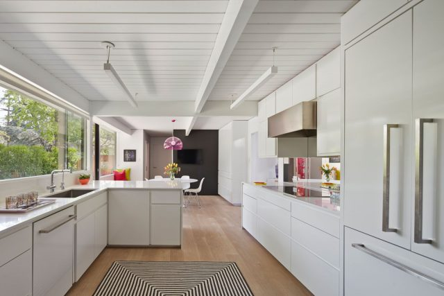 White ceiling and walls in the kitchen
