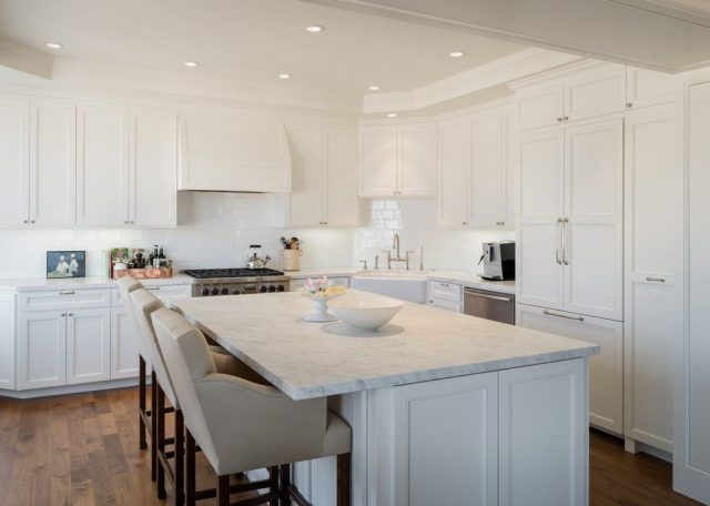 White tiles in the working area of the kitchen